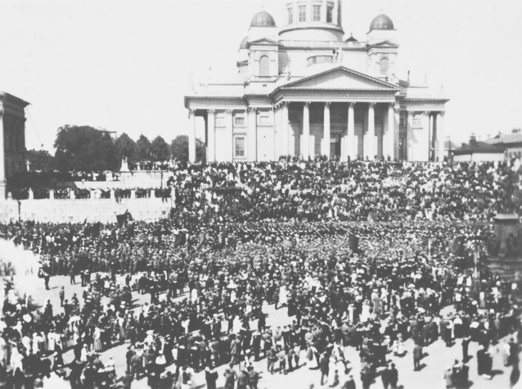 Military demonstration in Helsinki 1917. Finnish National Board of Antiquities, Musketti. Historical Picture Collection.