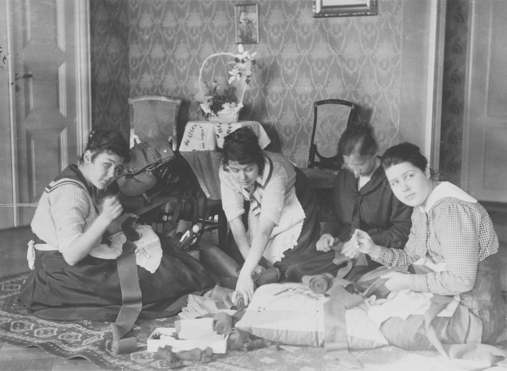 Women sewing garments for the White Guard before the occupation of Helsinki, Finnish National Board of Antiquities, Musketti.